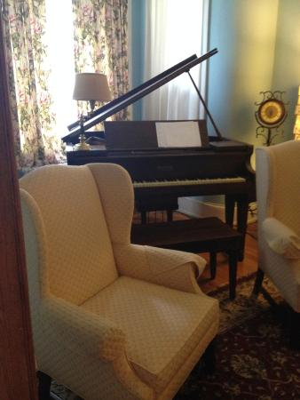 Asante Sana Guest Quarters: Main living room area