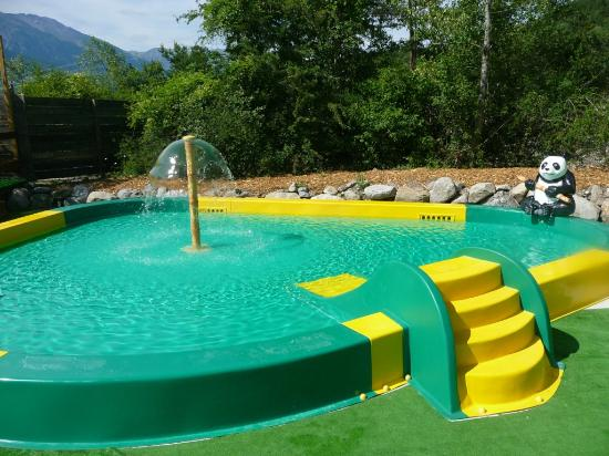 Piscine enfants photo de camping caravaning les airelles for Piscine enfants