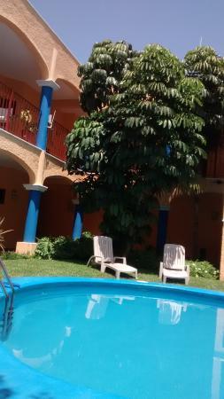 Hotel Dorymar: DESCANSANDO A LA ORILLA DE LA ALBERCA