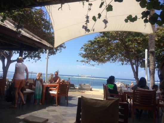 The Veranda : beach at table