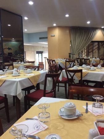 Mistral Hotel Piraeus: Πρωινό μπάνιο θεα