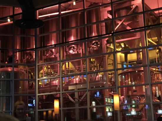 BJ's Restaurant & Brewhouse : The large window howing the Brewery