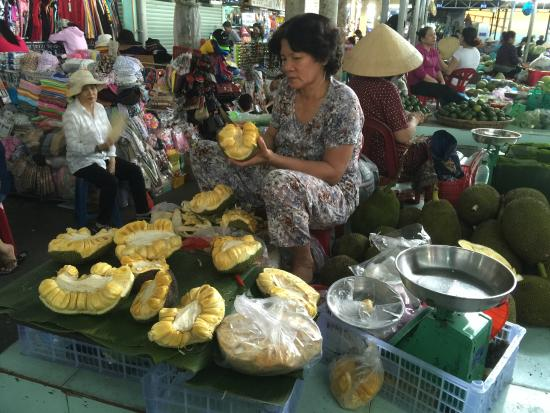 Lanterns Cooking Class: Jackfruit on market