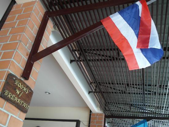 Cha-Ba Chalet Hotel: THAILAND FLAG HANGING  OUTSIDE HOTEL