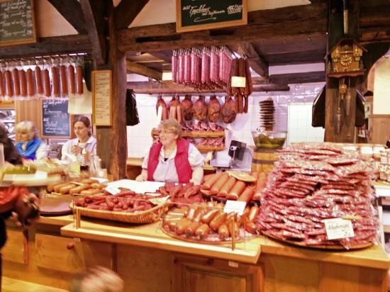 Bad Malente, เยอรมนี: Rygning på den gamle måde. Lækker, lækker mad hvis man er til det røgede.