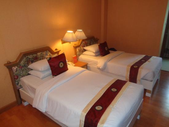Aunchaleena Bangkok Hotel : The camera can lie.
