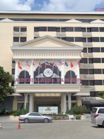 Aunchaleena Bangkok Hotel: Chaleena or Aunchaleena?