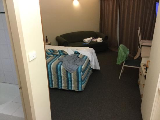 Tropical Queenslander Cairns Holiday Studio & Apartment: Room is small