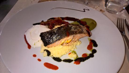 Cavaillon, France : Plat saumon aux agrumes