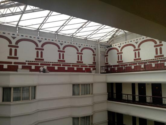 Hotel Bangalore International: VIEW FROM CORRIDOR