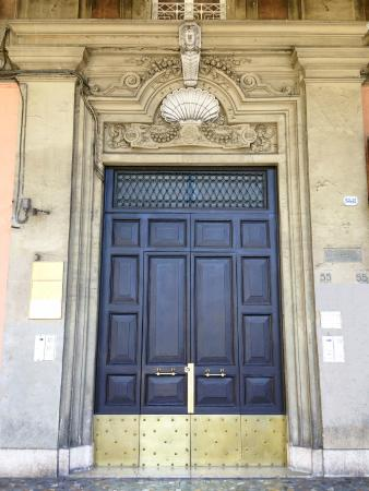 A Casa di Mei: Building Entrance