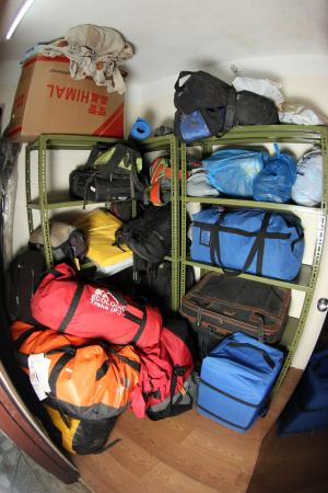 Bag Packer's Lodge: Guest Luggage room(store)