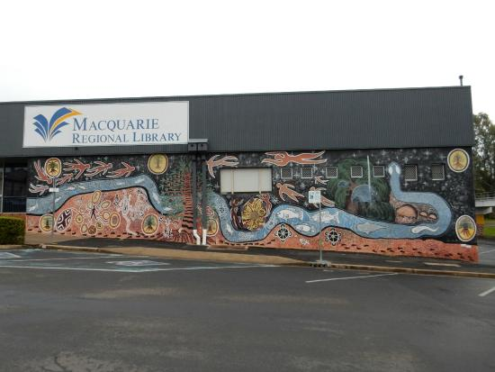 ‪Macquarie Regional Library‬