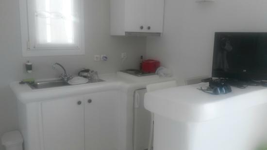 Ninemia Suites: Κουζίνα