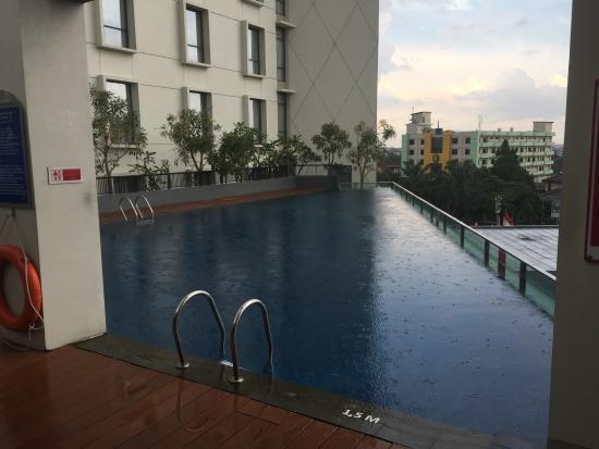 kolam renang picture of aston palembang hotel conference centre rh tripadvisor com