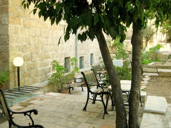 Magas House Jerusalem Vacation Accommodation: Courtyard & Garden