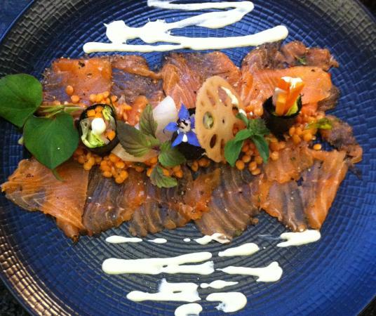 Couleur Rouge : Saumon mariné à la verveine citronné - maki de légumes