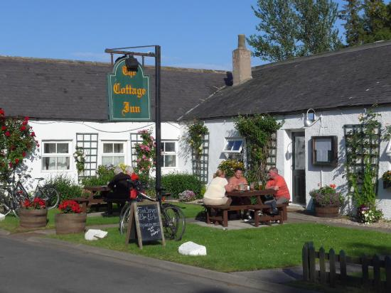The Cottage Inn: Street frontage