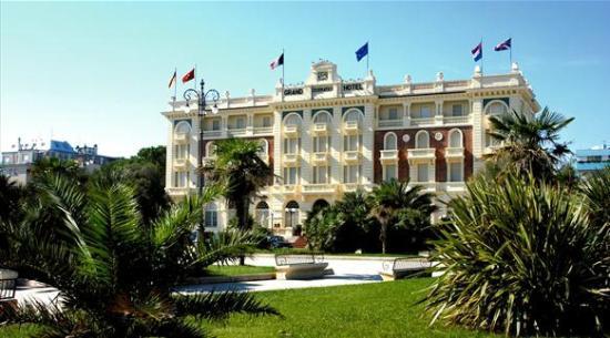 Grand Hotel Cesenatico: Grand Hotel dalla Piazza