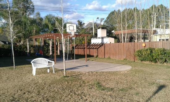 Zona De Juegos Al Aire Libre Con Juegos Para Ninos Pequenos