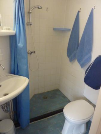 Hotel de Weyman: De douche op kamer 18