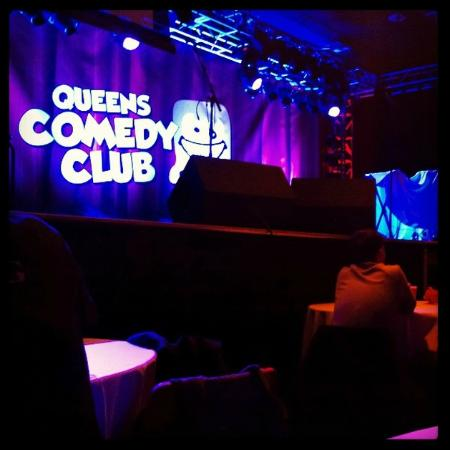 ‪Queen's Comedy Club‬