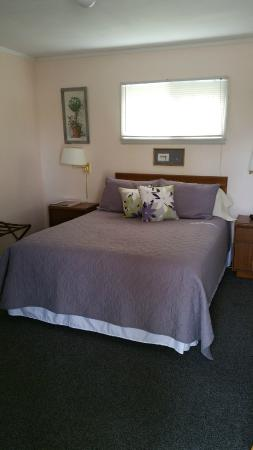Eastport, MI: Queen Bedroom