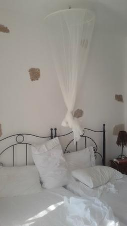 Kalderimi Studios: particolare letto