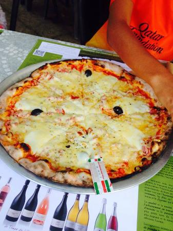 Cabrieres d'Aigues, France: Pizza jambon-mozzarella
