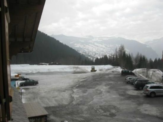 Gletscherschlucht : 部屋から駐車場を眺める