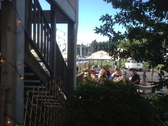 Pultneyville Grill: Pultneyvill Grill - looking towards dining deck