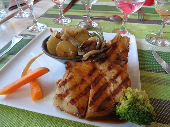 Le Lavalette : Cote de carré de porc rôti au miel, accompagné de sa poêlé de pomme de terre grenaille en persil