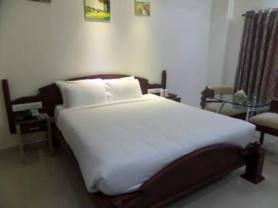Malayattoor Residency: my bed room