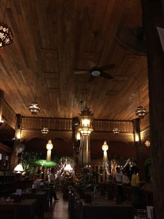 @ The Teak: Great atmosphere, service and food. Amazing interior wood carving and the lanterns added romanti