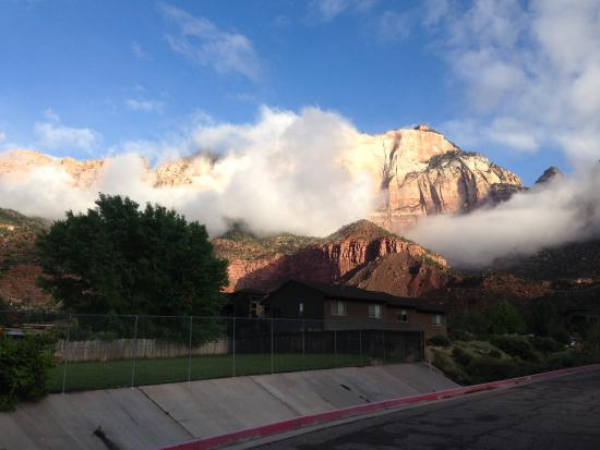 Novel House Inn at Zion: Morning view from parking lot