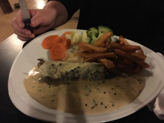 Eagle Bar: Steak in pepper cream sauce
