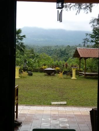 Majayjay Bed and Breakfast : View of Mt Banahaw from the main house