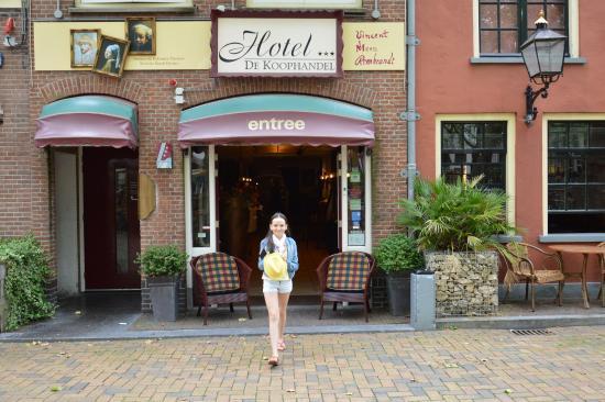 Hotel De Koophandel: Вход в отель