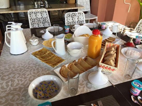 Villa Jardin Nomade: Breakfast