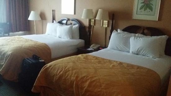 Clarion Inn: Very clean 2 double beds