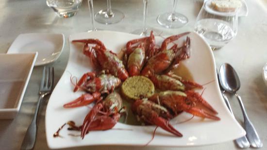 Cazilhac, Francia: Ecrevisses sauce estragon, flambées au whisky, céréales méditterranéenes