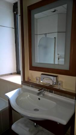 Inter Hotel Atrium : salle de bain impeccable