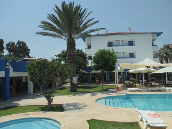 Hotel Mare: Otelin ön bahçesi