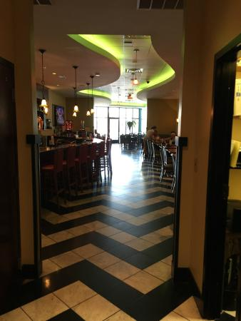 Xtra's Cafe: Cool interior looking at the deck