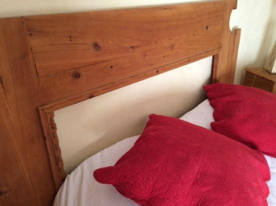 La Garrigue : Tête de lit cassée