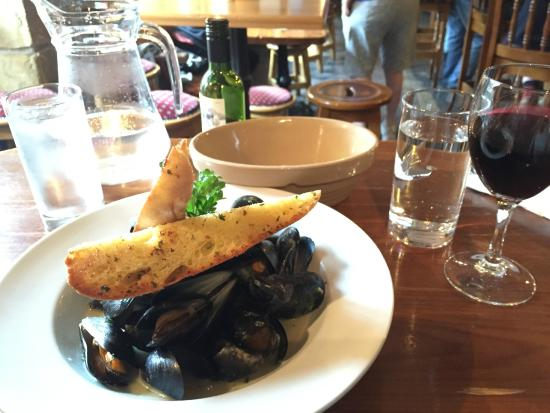 The Goalpost Bar & Lounge: Delicious Mussels