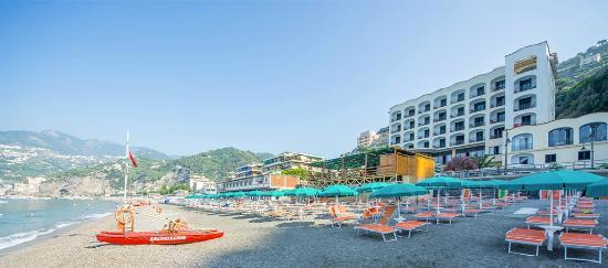 Sole Splendid Hotel: Panoramica Hotel/Spiaggia
