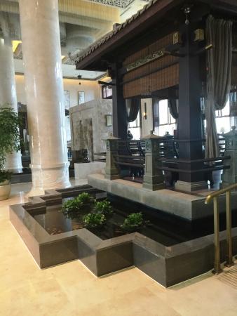 Tongling County, China: Hotel lobby