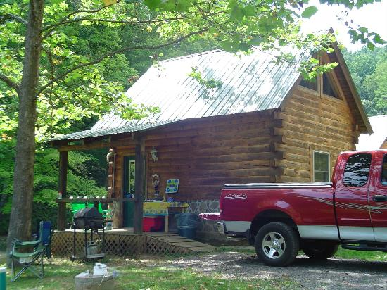 Hillbilly Haven Log Cabin Rentals: Cabin 2