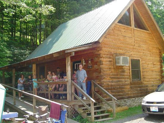 Hillbilly Haven Log Cabin Rentals: Cabin 3
